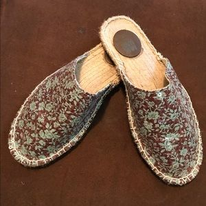 MUK LUKS Hannah scuff in floral print with sequins